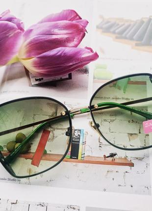 Красивые фирменные очки с зелёной линзой rita bradley new 2019