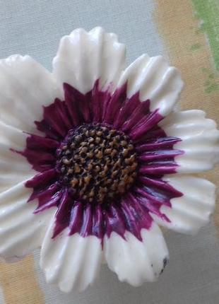 Восстанавливающий и увлажняющий кожу губ бальзам в виде цветка