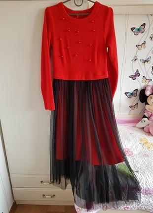 Нарядное брендовое платье с юбкой сеткой 44, 46р красное