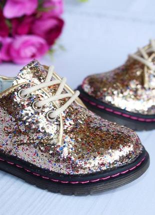 Туфли на девочку с блестками,очень красивые и нарядные!1