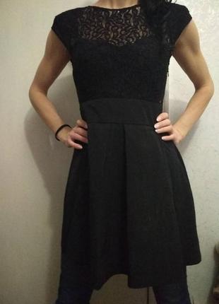 Очень хорошенькое платье чорного цвета