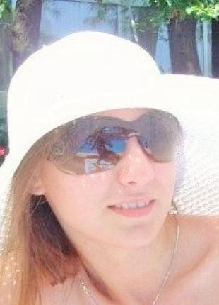 Пляжная шляпа белоснежная