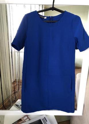 Стильное платье миди размер м