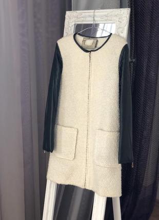 Очень стильное пальто с рукавами с эко кожи и имитацией шерсти