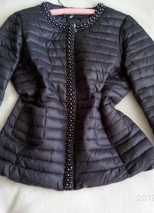 Бомбовая курточка весна-осень с жемчугом и камнями
