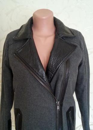 Пальто серое с вставками кожзама amisu