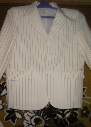 Пиджак на мальчика белый в полоску