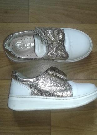 Очень класные туфли для девочки.