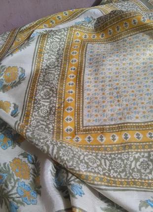 Очень красивый шёлковый платок в пастельных тонах