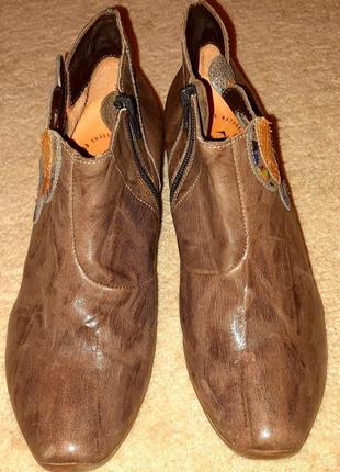 Стильні шкіряні туфлі відомого бренду