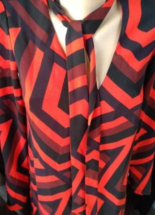 Оригинальное платье с галстуком