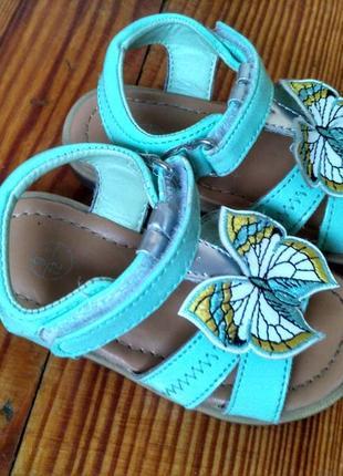 М'ятні лакові босоніжки lupilu з метеликом босоножки мятного цвета с бабочкой1 фото