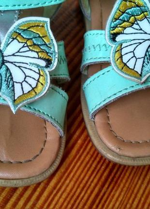 М'ятні лакові босоніжки lupilu з метеликом босоножки мятного цвета с бабочкой2 фото