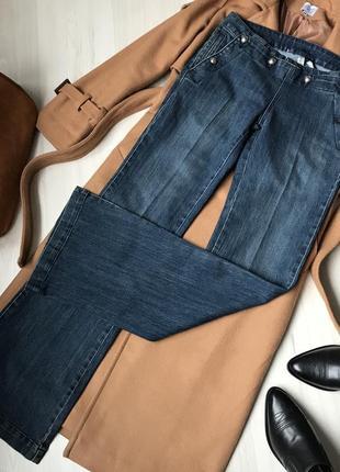 Стилтные джинсы клеш mango . размер l