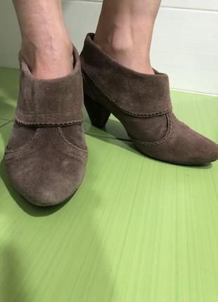 Коричневые демисезонные замшевые женские ботинки 2019