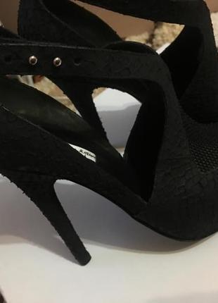 Нереально красивые итальянские фирменные туфли vero guoio