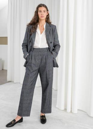 Трендовые укороченные шерстяные брюки в клетку на высокой посадке & other stories
