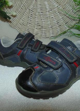 Мигают.кроссовки clarks 6,5f(23)р,ст 15 см.мега выбор обуви и одежды!