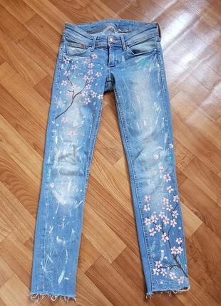 Крутые джинсы с рисунком