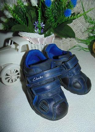 Мигают.кроссовки clarks 5g(22)р,ст 14 см.мега выбор обуви и одежды!