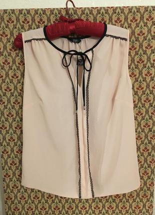Блуза бельевой стиль пудровая с кружевом нюдовая