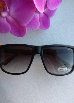 Новые солнцезащитные очки (с царапинками на стекле) дешево