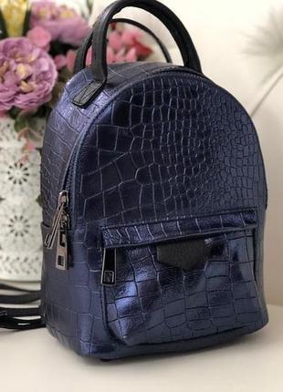 Маленький стильный рюкзачок из натуральной кожи.