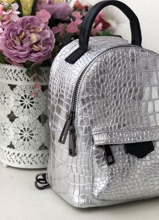 Маленький стильный рюкзачок из натуральной кожи