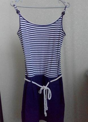 Красивое платье в полоску размера м