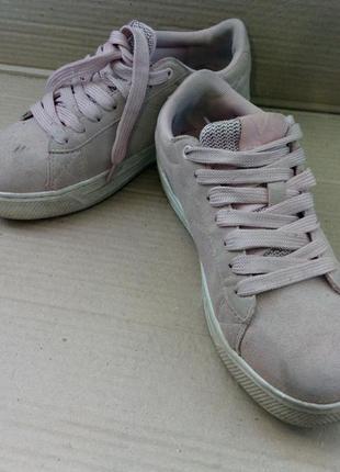 Легенькі шкіряні кросівки