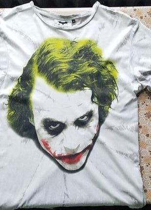 Яркая футболка с принтом джокера
