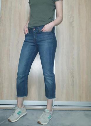 Синие укороченные джинсы ровного кроя с необработаным краем gap