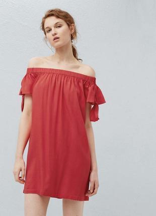 Красное свободное платье с открытыми плечами манго