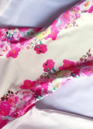 Роскошное стрейчевое белоеплатье  миди в цветочный яркий принт missguided s