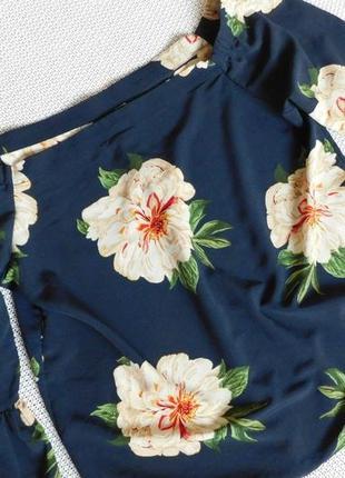 Стильная блузка с пионами