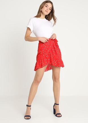 Симпатична юбка в горохи