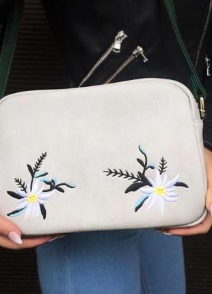 Жіноча сумка із вишивкою
