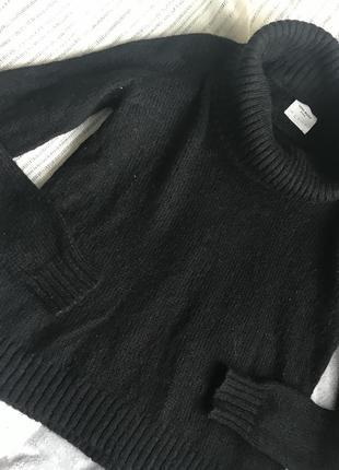 Вязанный свитер под горло
