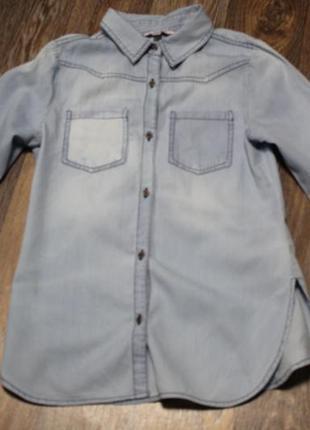 Джинсовая рубашка с вышивкой  на девочку 11 лет в идеальном состоянии