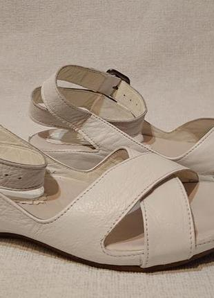 5a28a795e ... белые1 фото · Женские босоножки сандалии cabani 40 р кожа турция на  танкетке белые2 фото ...