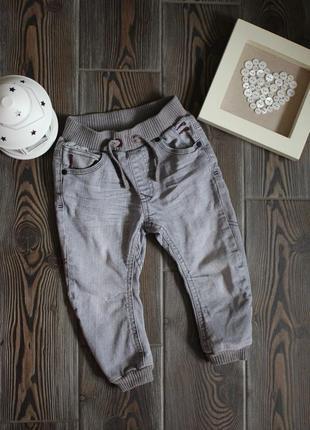 Детские джинсы на резинке с карманами