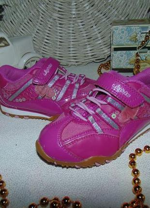 Мигают.кроссовки clarks 8f,ст 16 см.мега выбор обуви и одежды