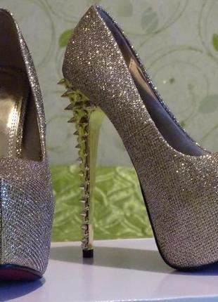 Шикарні туфлі на високих шпильках. нові 38 р. (туфли)