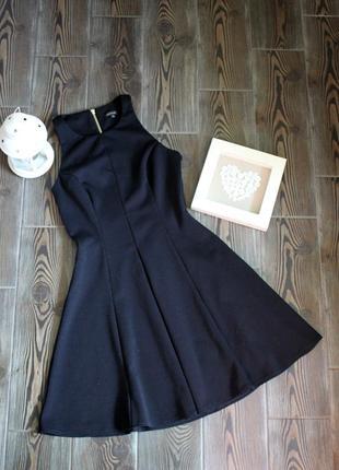 Классическое платье из плотной ткани на молнии