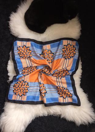 Яркий платок на сумку /волосы/шею