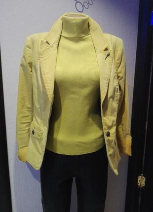 Пиджак укороченный вельветовый очень стильный