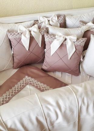 Комплект в детскую кроватку бортики одеяло простынь