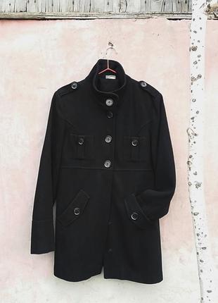 Чёрное пальто с крупными пуговицами в стиле милитари street one