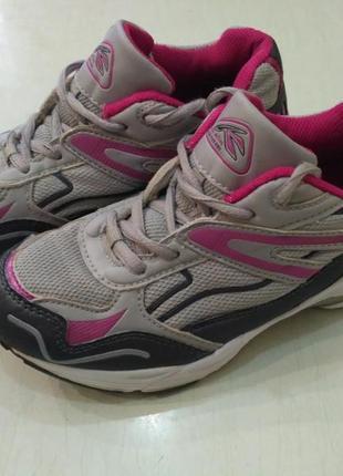 Лёгкие летние кроссовки 33 размер