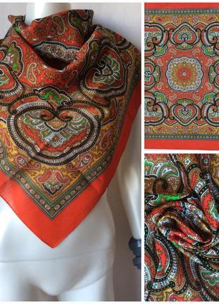 Яркий котоновый фольклорный платок бандана